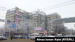 Пересечение улиц Абдырахманова и Боконбаева, Бишкек, 12 декабря 2012 года.