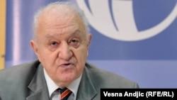 Važno je da predsednik parlamenta pokaže autoritet i primeni davno oprobani recept: Vladimir Goati