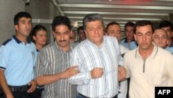 Sağdan ikinci: Mustafa Balbay