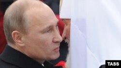 Президент России Владимир Путин (слева) и Московский патриарх Кирилл (архивное фото)