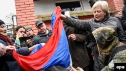 Ukraine -- Protesters burn a Russian flag during a rally in front of the Russian general consulate in Lviv, 09 March 9, 2016