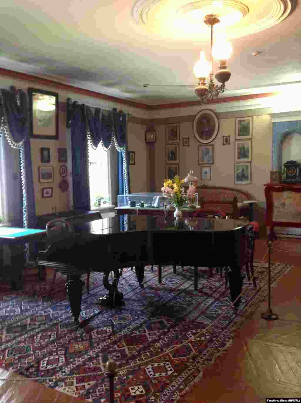Рояль в кабинете композитора