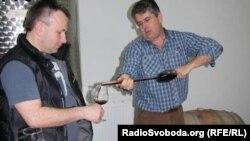 Дегустація у винороба Майка Вітні – вино просто з бочки