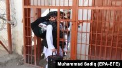 آرشیف، شماری از زندانیان گروه طالبان که از سوی حکومت رها شده اند.