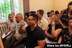 Подсудимые по делу Тохтара Тулешова. Шымкент, 13 июля 2017 года.