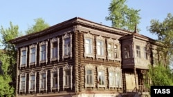 На месте старого дома будет построен точно такой же, только лучше. С евроремонтом внутри