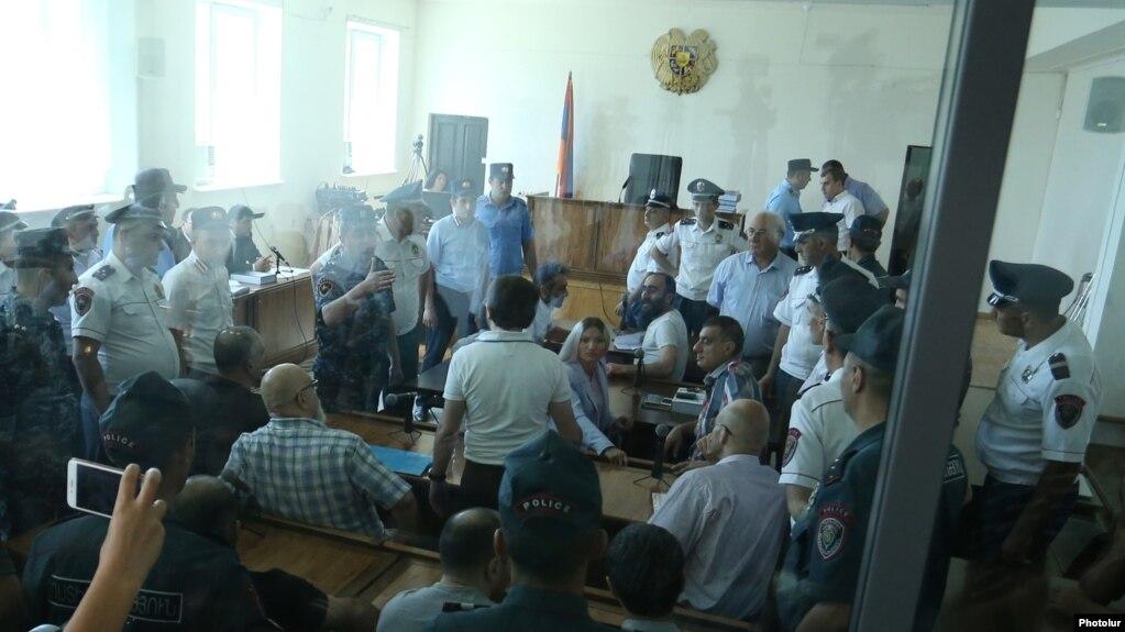 «Մեր դատարաններն այսօր ցռան մոզիների պակաս չունեն».«Սասնա ծռերը» բոյկոտեցին նիստը