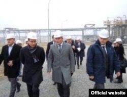 Ministar Nebojša Ćirić u obilasku jedne od fabrika, decembar 2011.