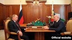 Русия президенты Владимир Путин Башкортстан президенты Рөстәм Хәмитов белән очрашу вакытында. Мәскәү, 30 май 2014