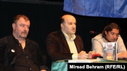 """Sa skupa """"Mostar: slobodan grad ili grad urušenih civilizacijskih vrijednosti"""", s lijeva na desno Ahmet Burić, Senad Pećanin i Dragan Markovina, foto: Mirsad Behram"""