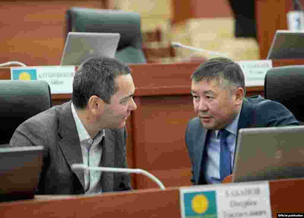 Омурбек Бабанов и депутат Канат Исаев.