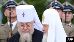 Митрополит Варшавський і всієї Польщі Сава (л) і патріарх Московський Кирило (п) під час зустрічі у Варшаві, 16 серпня 2012 року