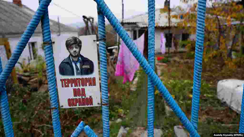 Сільська садиба «під охороною» російського шоумена Михайла Галустяна в образі «Бороданя»