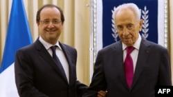 اولاند با نخستوزیر و شیمون پرز، رئیسجمهوری اسرائیل (در تصویر در سمت راست) دیدار کرده است