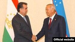 Дидори Эмомалӣ Раҳмон ва Ислом Каримов дар Тошканд, 11 июни соли 2010.
