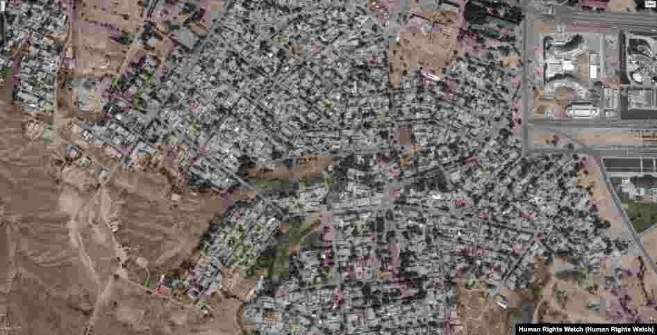 На этих снимках со спутника можно увидеть как выглядит северная часть район Гажа, примерно в 2 километрах от центра Ашхабада до и после сноса домов. Фото слева сделан до массовых сносов в июне 2015 года. Фото справа сделан со спутника в мае 2017 года после завершения сноса. © 2017 CNES- Airbus DS; © 2017 DigitalGlobe; Источник: Google Earth