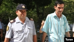 Musfiq Huseynov in custody in July 2007
