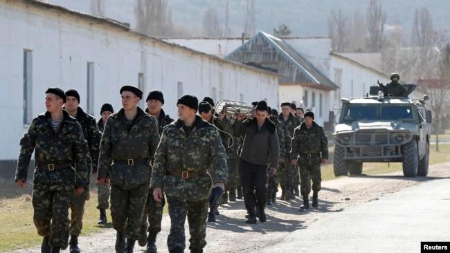 Photo Gallery: Оккупация и сопротивление. Хроники: Российские военные в Крыму (фотогалерея)