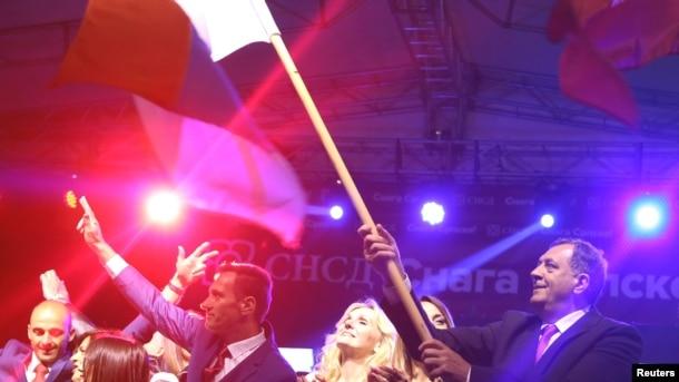 Milorad Dodik slavi rezultat referenduma na kome se preko 99 procenata izašlih u Republici Srpskoj izjasnilo da je za obilježavanje 9. januara kao dana tog entiteta