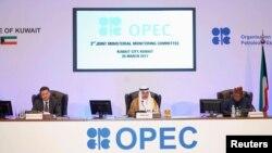"""Министр нефтяной промышленности Кувейта (в центре): """"Нам всем необходимо сделать больше""""."""