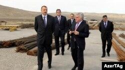 Arxiv foto: Prezident İlham Əliyev Ələt-Astara-İran yolunda aparılan tikinti işləri ilə tanış olur, 2011-ci il