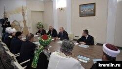 Владимир Путин мөселман руханилары белән очрашуда