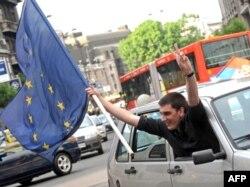 Mladi su među prvima pozdravili potpisivanje Sporazuma o asocijaciji Srbije i EU, 2008.