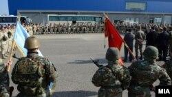 Македонски војници кои учествуваат во мировната мисијата ИСАФ во Авганистан се вратија во Македонија. 21 јануари 2014.