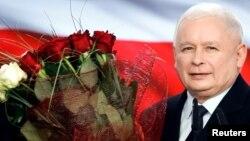 Ярослав Качиньский принимает поздравления с победой на выборах