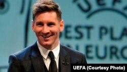 FIFA 2015 жылдың үздік футболшысы деп жариялаған Лионель Месси.
