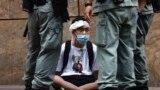 Демонстрант и полиция Гонконга. 27 мая 2020 года