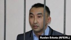 Болатбек Блялов, гражданский активист, — на скамье подсудимых. Астана, 13 января 2016 года.