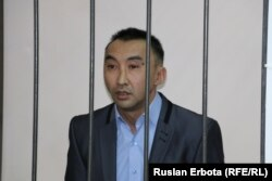 Активист Болатбек Блялов на скамье подсудимых. Астана, 13 января 2016 года.