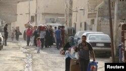 """Жители Рамади покидают город, перешедший к группировке """"Исламское государство"""", 16 мая 2015 года."""