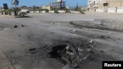 Кратер від авіаудару під час якого, за словами правозахисників, була застосована хімічна зброя, Хан-Шейхун, провінція Ідліб, Сирія, 4 квітня 2017 року