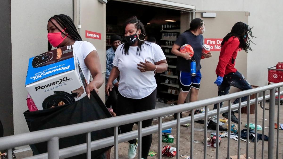 В США протесты против насилия переросли в беспорядки