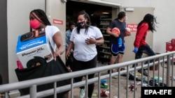 В Лос-Анджелесе ограблены и разгромлены несколько магазинов