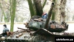 Donetskdə Ukrayna qüvvələrinin sıradan çıxardığı Rusiya tankı