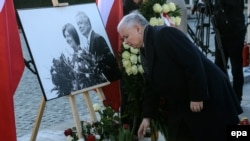 Former Polish Prime Minister Jaroslaw Kaczynski places a wreath at a ceremony in honor of his twin brother, the late Polish president Lech Kaczynski last year.