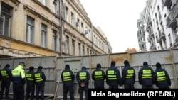 «Института исследования демократии» считает, что выставив металлические ограждения, МВД Грузии нарушило права человека