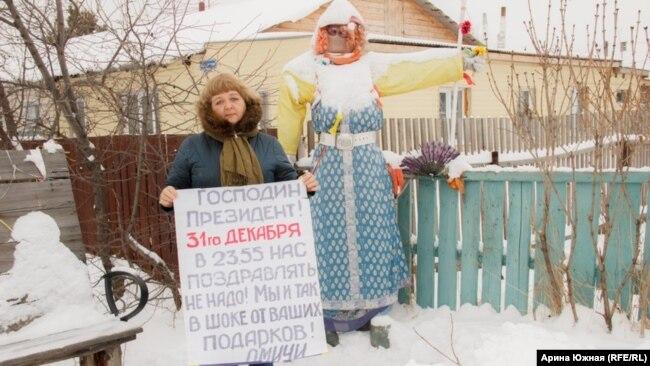Ирина Дроздова около своего дома в Верхнем Карбуше