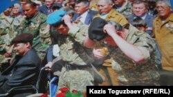 Ауған соғысына арналған күнтізбенің Бауыржан Жасымбековтің суреті басылған беті. Алматы, 18 ақпан 2014 жыл.
