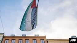 Прапор Палестини на будівлі палестинського представництва в Стокгольмі, Швеція, 30 жовтня 2014 року
