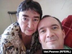 Олег Гандин с мамой