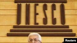 محمود عباس در مقر یونسکو در پاریس