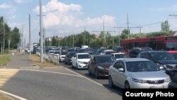 Пробки на дорогах, ведущих к поселку Мирный, где проходит Сабантуй