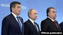 Президенты Сооронбай Жээнбеков, Владимир Путин и Эмомали Рахмон. Бишкек, 2019 год.