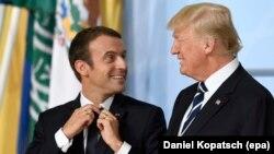"""Эммануэль Макрон и Дональд Трамп на встрече """"Большой двадцатки"""" в Гамбурге, 7 июля 2017 года"""