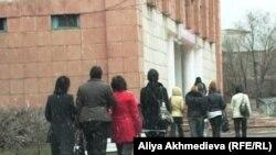 Казакъстанда автобустан төшкәннәрне сайлау урыннарына җибәреп торалар
