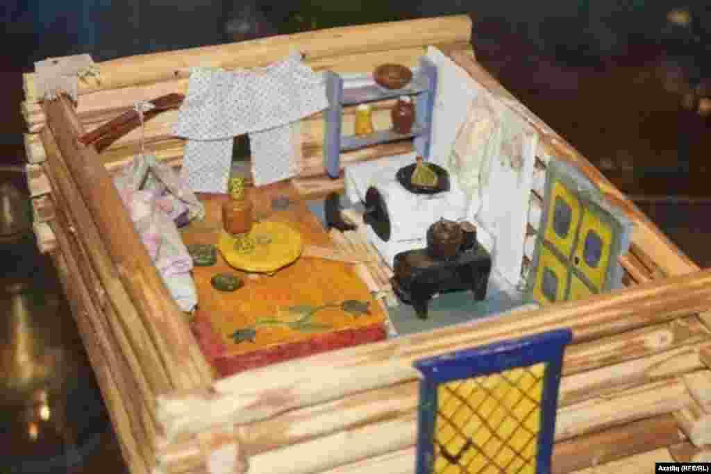 Себер татар үзәге музеенда татар йорты макеты